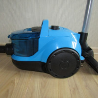 Overview of the Bosch GS-10 Vacuum Cleaner: on guard - compact cyclones