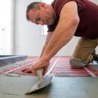 Kā padarīt siltu grīdu zem linoleja uz betona grīdas: detalizētas instrukcijas