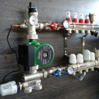 Unité de mélange pour chauffage par le sol: règles d'installation pour le collecteur de distribution