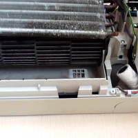 The device of the indoor unit split system: how to disassemble equipment for cleaning and repair