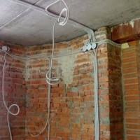 Comment effectuer le câblage dans l'appartement de vos propres mains à partir du bouclier: schémas et règles de base + étapes d'installation