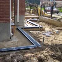 Drainage dans une maison privée: méthodes, schémas de l'appareil + principales étapes de construction