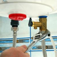 Hur man dränerar vatten från en varmvattenberedare för att bevara vattenförsörjningssystemet