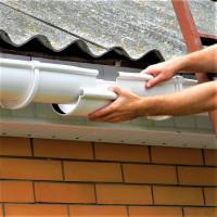 Installation d'un système de gouttières: les principales étapes de l'auto-installation de gouttières