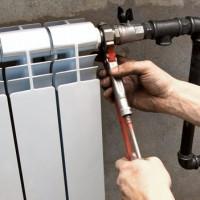 Installation de batteries de chauffage: technologie de bricolage pour l'installation correcte de radiateurs