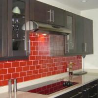 Comment gainer une cuisinière à gaz: options et instructions pour décorer le mur près de la cuisinière à gaz + mesures de sécurité
