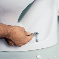 How to remove an old toilet: an overview of the technology for dismantling old plumbing