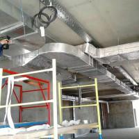Kā uzstādīt ventilācijas caurules: montāžas tehnoloģijas montāžai pie sienas un griestiem