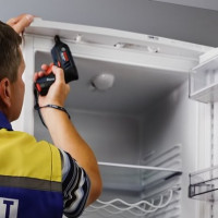 How to outweigh the refrigerator door: repair recommendations + step-by-step instructions