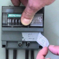 Antimagnetic seal on the electric meter: principle of operation and specifics of use