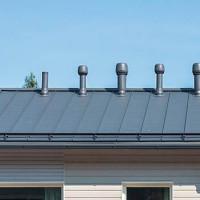 Installation de ventilation sur le toit: installation de la sortie de ventilation et des unités d'alimentation en air