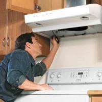 Comment installer une hotte au-dessus d'une cuisinière à gaz: instructions d'installation étape par étape