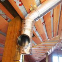 Kā izolēt ventilāciju aukstā bēniņos: gaisa vadu siltumizolācijas īpatnības