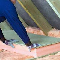 Isolation du plafond dans une maison au toit froid: types de radiateurs efficaces + notice d'installation
