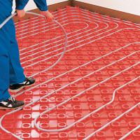 Pose de tuyaux de chauffage au sol: installation + comment choisir une étape et faire un circuit moins cher