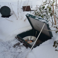 How is the Topop septic tank serviced in winter