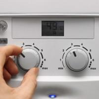 Pourquoi le geyser chauffe fortement l'eau et le boîtier: comment éviter la surchauffe