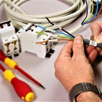 Färger på ledningar i elektrik: standarder och märkningsregler + metoder för att bestämma ledaren