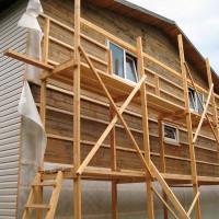 Comment gainer une maison en bois à l'extérieur: les meilleurs types de matériaux et technologies pour leur installation