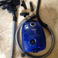 Overview of the Bosch GL 30 vacuum cleaner: a budget employee in a standard configuration - practical and without frills