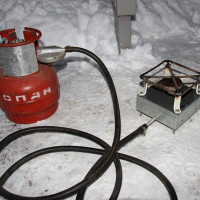 Poêle à gaz bricolage: les meilleures options pour les carreaux faits maison à partir de matériaux improvisés