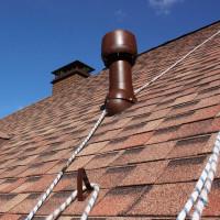 Ventilation sur le toit d'une maison privée: la construction du passage du conduit à travers le toit