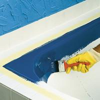 DIY-badkarmålning med epoxiamail och flytande akryl