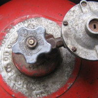 Comment rincer une bouteille de gaz: des moyens sûrs de rincer le récepteur