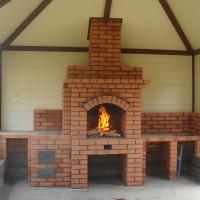 Poêles à briques pour donner du bois: les meilleures commandes et un guide étape par étape de la construction