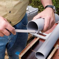 DIY roof gutters: instructions for self-manufacturing a drainage system