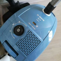 Overview of the vacuum cleaner with a dust collector Bosch GL30 BGL32003: a reliable unit in the basic assembly