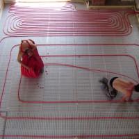 Calcul des tuyaux pour le chauffage par le sol: sélection des tuyaux en fonction des paramètres, choix de l'étape de pose + exemple de calcul