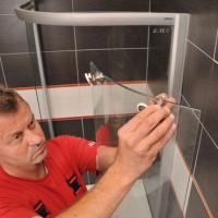 Hjul för duschar: urvalskriterier för möbler för dörrar, installations- och byteinstruktioner