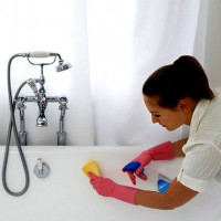 Choosing Acrylic Bath Cleaners: A Comparative Review