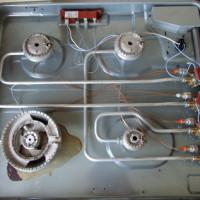 Pourquoi l'allumage automatique d'une cuisinière à gaz clique constamment et déclenche spontanément: les pannes et leur réparation