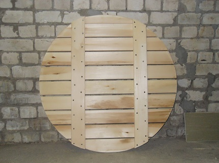 Wooden bottom shield for a well