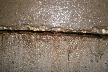 Leaking inter-ring seam