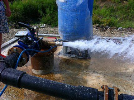 Mechanical flushing of a well
