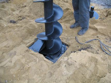 Spiral auger for drilling