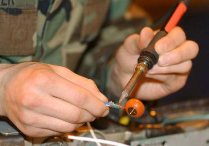 Soldering iron for pump repair