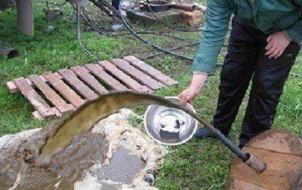 Pumping a silty well