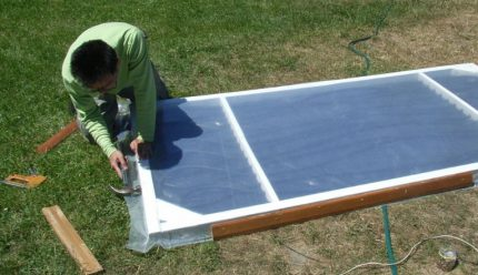 How to close a flat solar collector