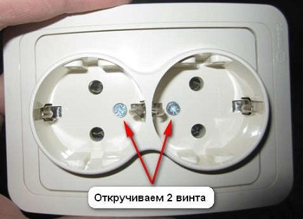 Disassemble the outlet
