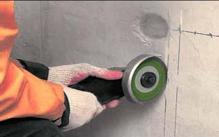 Meulage d'un mur avec un broyeur