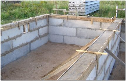 Concrete block pool