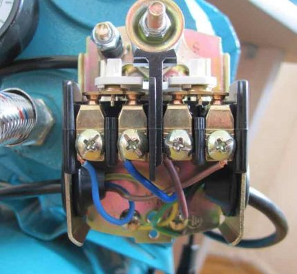 Pressure switch contacts