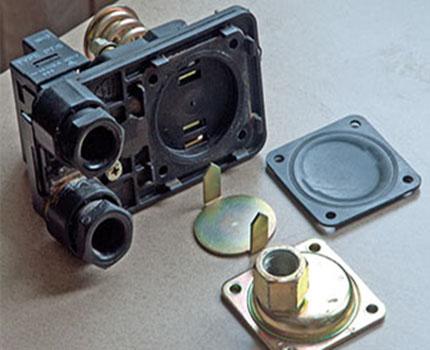Membrane and metal piston