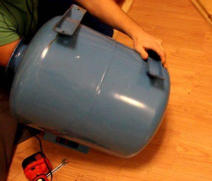 Pump station hydraulic tank