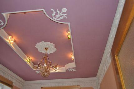 Combinaison réussie d'éléments de plafond