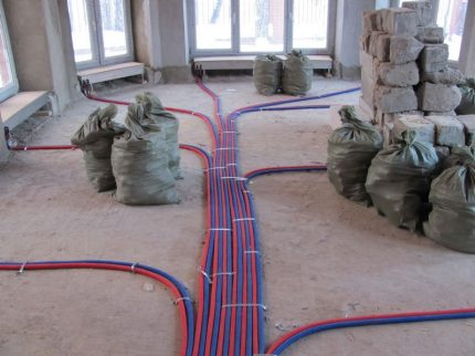 Methods of arranging water heating pipelines of a private house